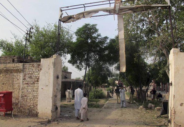 Entrada de la prisión de Derra Ismail Khan, de donde se fugaron 247 reos, 45 de ellos de alto perfil como militantes islamicos. (Agencias)