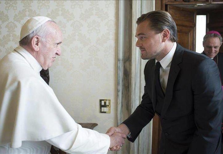 Aprovechando que se encontraba en Roma promocionando la cinta The Revenant, el actor Leonardo di Caprio visitó al Papa Francisco en El Vaticano. (EFE)
