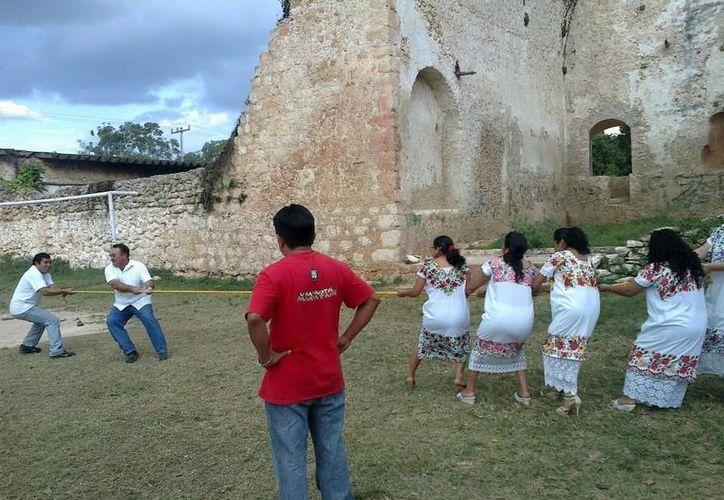 En Yucatán los descendientes de aquellos mayas gloriosos se esfuerzan todos los días por mantener viva su cultura. (Indemaya)
