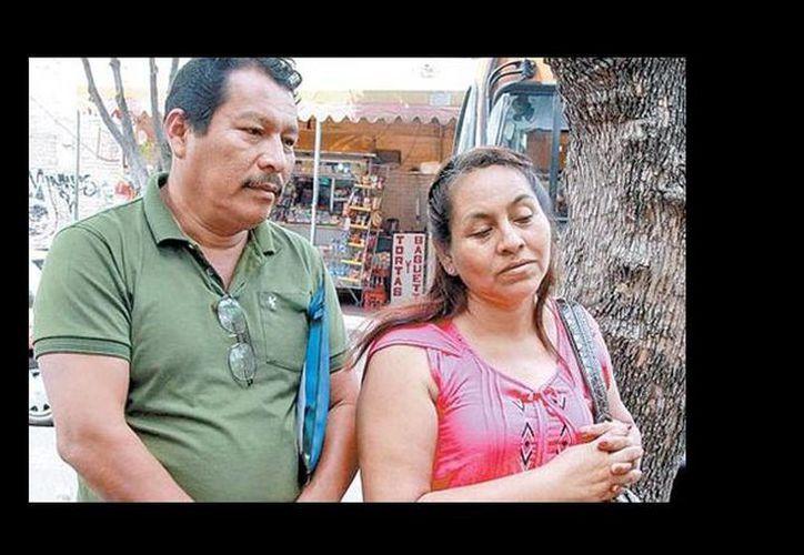 Los padres de Aldo Gutiérrez Solano se trasladan de Ayutla a la Ciudad de México para poder estar con su hijo. (Daniel Cruz/Milenio)