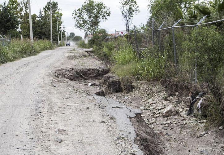 Habitantes de El Ramonal se han organizado para reparar las calles de su comunidad. (Carlos Castillo/SIPSE)