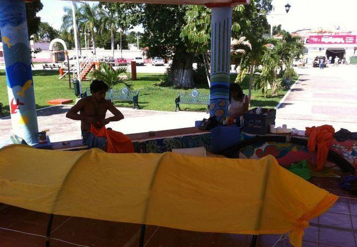 Artistas de Bacalar participan a través de la música y el teatro. (Loana Segovia/SIPSE)