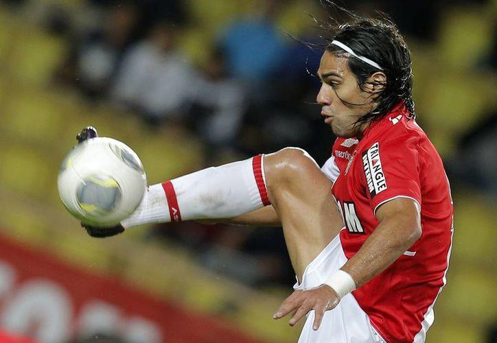 Falcao, con el uniforme del Mónaco, donde jugaba hasta hace poco. El Manchester United se hizo de sus servicios este lunes. (Foto: AP)