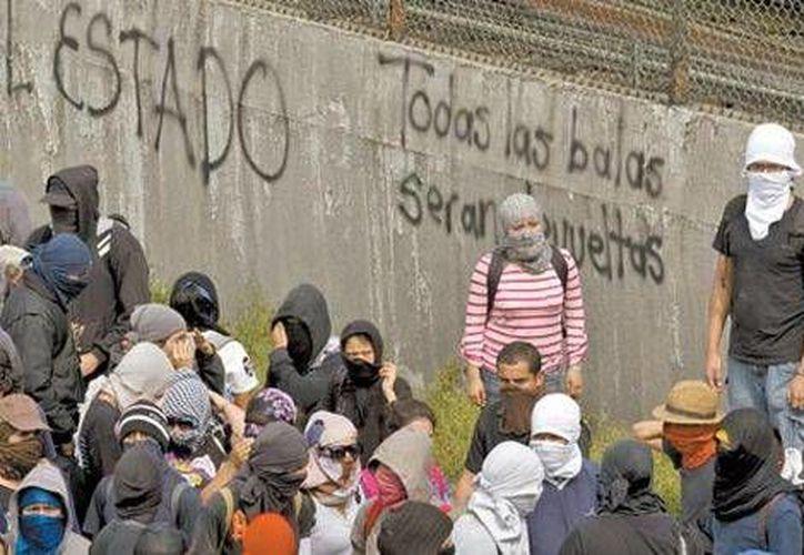 De acuerdo al gobierno federal son seis los grupos de  anarquistas que se han aprovechado de las movilizaciones en repudio a la desaparición de 43 normalistas. (Milenio)
