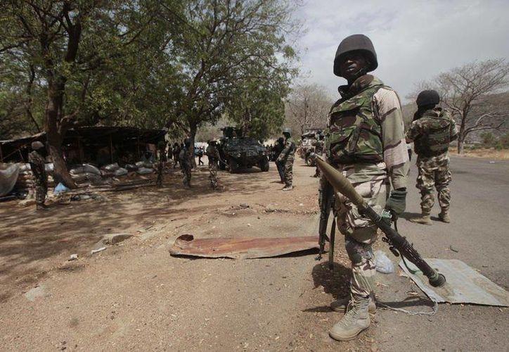 Soldados de Níger mataron a 38 integrantes del grupo Boko Haram en un operativo en el sureste del país. (AP/Lekan Oyekanmi)