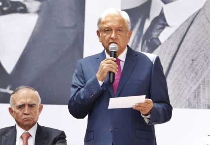 López Obrador recordó que pediría las opiniones del titular de la Semar. (Especial)