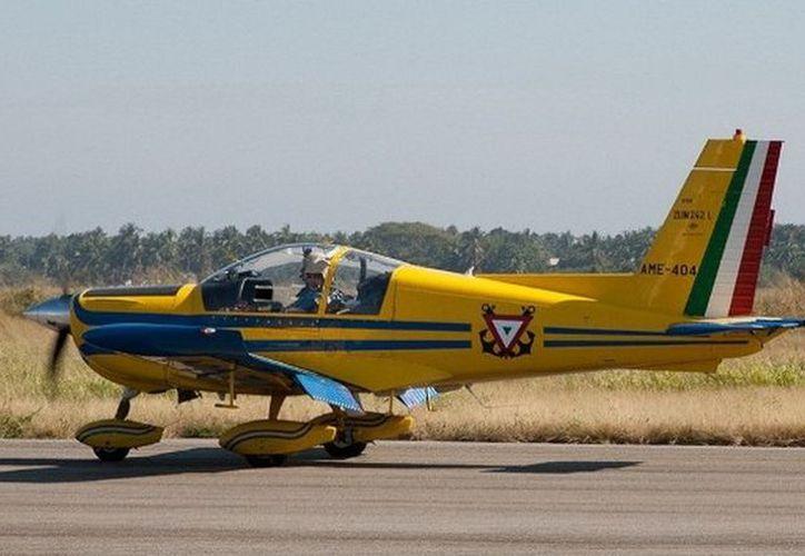 Un avión Zlin Moraván 242-L similar se accidentó en Baja california Sur. (fuerzasarmadasdemexico.es.tl)
