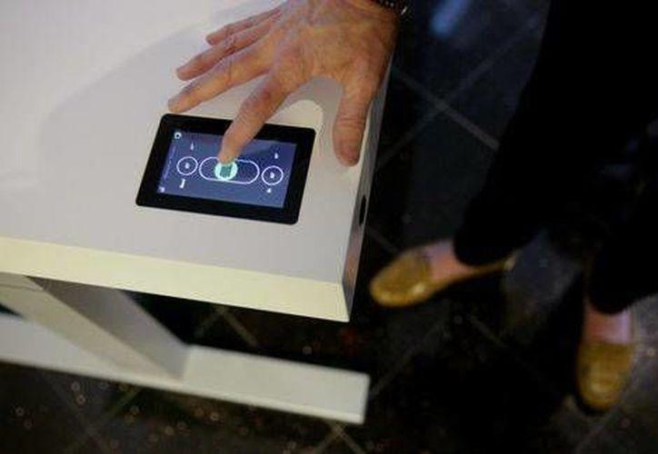 La pantalla del Stir Kinetic  también controla las conexiones Bluetooth y Wi-Fi de la mesa. (Agencias)