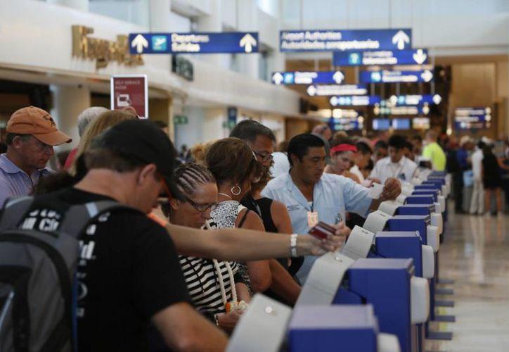 Permiten a los portugueses la entrada al país sólo con pasaporte. (Israel Leal/SIPSE)