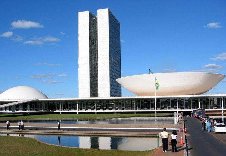 La Cámara de Diputados de Brasil, cuya sede aparece en la imagen, también autorizó aumento al salario de los jueces federales, la presidenta Rousseff y los ministros. (panampost.com)