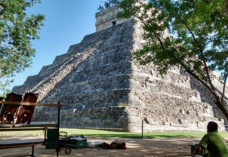 Para el presidente del Consejo Empresarial Turístico de Yucatán (Cetur), Jorge Escalante Bolio, lo que falta no son nuevas zonas arqueológicas sino mejorar las existentes. Por ejemplo, en Chichén Itzá los vendedores no deberían acosar a los turistas. (SIPSE/Archivo)