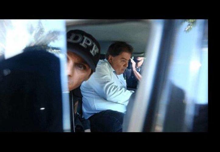 Gim Argello al momento de ser arrestado durante un operativo. Al exsenador se le involucra en el caso de corrupción de Petrobras. (twitter.com/camilabaa)