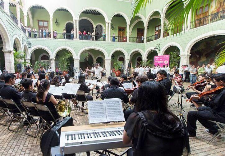 La Orquesta Sinfónica Infantil deleitó al público en el Palacio de Gobierno. (Milenio Novedades)