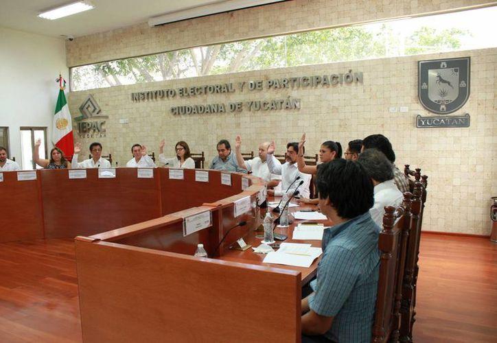 Uno de los objetivos del Instituto Electoral de Yucatán, de cara a los comicios de 2018, es garantizar que las mujeres no sean designadas como candidatas a diputadas en distritos en los que pierde su partido. (Jorge Acosta/Milenio Novedades)
