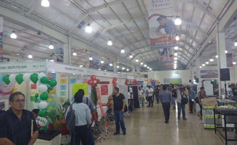 Este jueves abrió sus puertas la Expo Feria del Empleo en Yucatán, con 2 mil 500 vacantes, en el Centro de Convenciones Siglo XXI. (Candelario Robles/SIPSE)