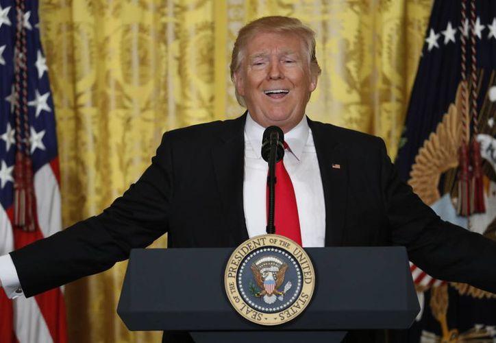 Un grupo de 35 especialistas de la salud mental emitió un diagnostico no oficial sobre el presidente de EU, Donald Trump. Lo calificaron con inestabilidad emocional. (AP Photo/Carolyn Kaster)