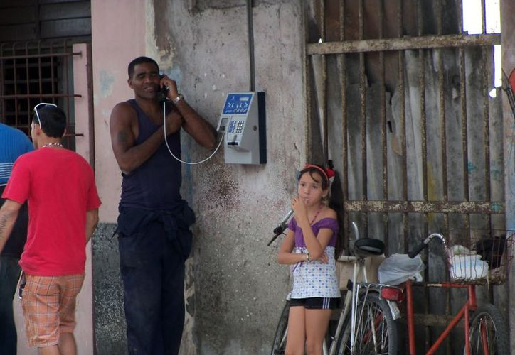 En 1999, Cuba suspendió el 70 por ciento del servicio telefónico con Estados Unidos. (blogspot.mx)