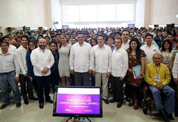 El Gobernador inauguró el Foro Estatal de la Consulta Nacional Juvenil rumbo al Programa Nacional de Juventud 2014-2018, en el Siglo XXI. (Cortesía)