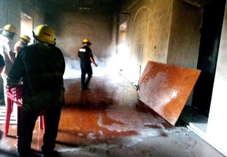 Un incendio en la Casa de las Artesanías fue rápidamente controlado. No hubo daños mayores ni lesionados. (Fotos: cortesía de Policía Municipal)