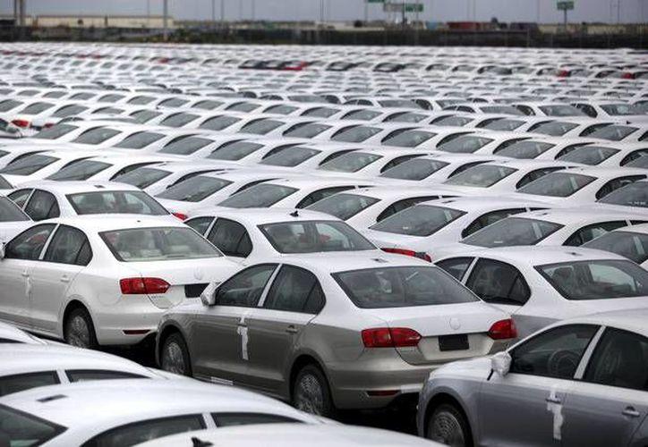La industria automotriz de México produce automóviles equipados con sofisticadas medidas de seguridad cuando van a exportarse a Estados Unidos o Europa, pero si van al resto de Latinoamérica, tales atributos están ausentes. (Agencias)