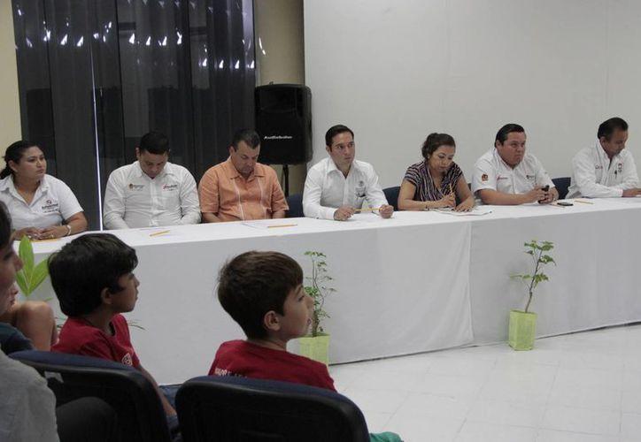 Este programa permite a los planteles escolares públicos y privados promover sus procesos educativos colectivos, que contribuyan a la sustentabilidad. (Tomás Álvarez/SIPSE)