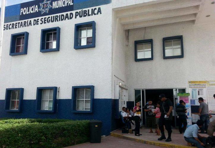 Ambos fueron detenidos y trasladados a las instalaciones de la Secretaría Municipal de Seguridad Pública. (Redacción/SIPSE)
