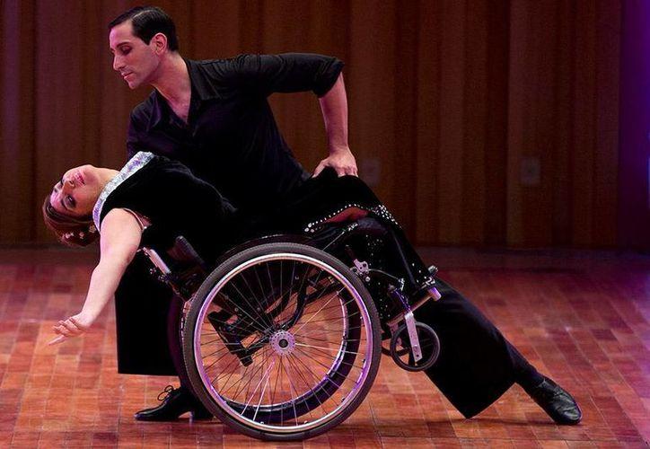 Gabriela Fernanda Torres y  Pablo Rafael Pereyra son compañeros de baile desde hace diez años. En esta ocasión decidieron participar en el Mundial de Tango para generar un cambio en la perspectiva social de las discapacidades motrices. (AP)