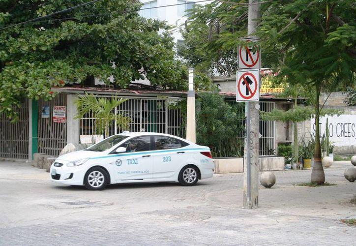 Consideran un peligro la falta de señalamientos ya que dicen que es común ver a automovilistas en sentido contrario. (Octavio Martínez/SIPSE)