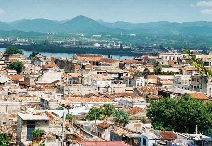 Vista panorámica de Santiago de Cuba, donde desde el domingo en la madrugada comenzaron a registrarse movimientos telúricos. (Foto: www.el19digital.com)