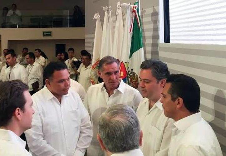Los mandatarios de la región se reunieron con el secretario de Educación, Aurelio Nuño Mayer, en Campeche. (Milenio Novedades)