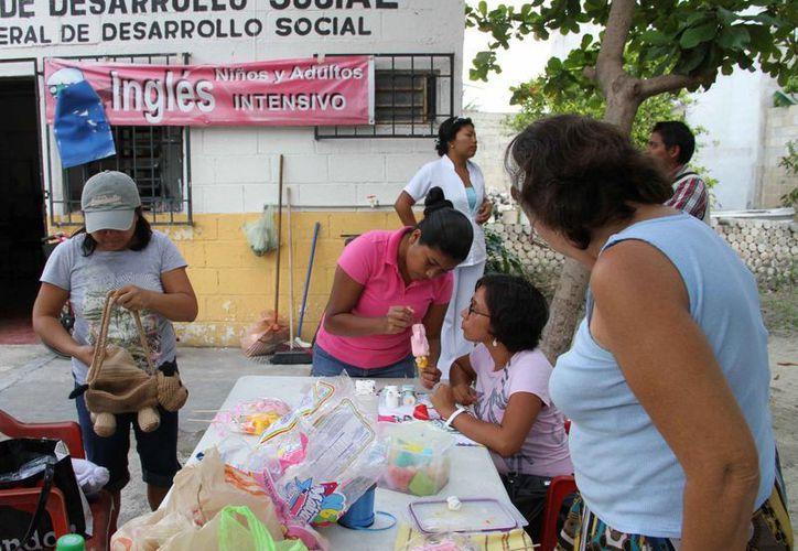En los Centros Comunitarios se ofrecen diversos cursos, con un costo de recuperación de 60 pesos.  (Tomás Álvarez/SIPSE)