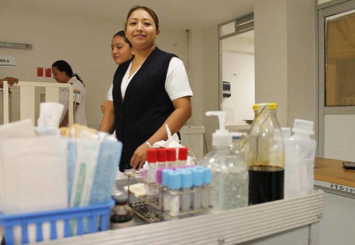 La población se ha quejado en varias ocasiones del mal servicio en materia de salud. (Harold Alcocer/SIPSE)