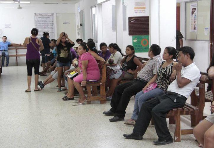 """Al Hospital General """"Jesús Kumate Rodríguez"""" reportó que en la primera semana vacacional se recibieron 60 pacientes a causa de problemas gastrointestinales. (Tomás Álvarez/SIPSE)"""