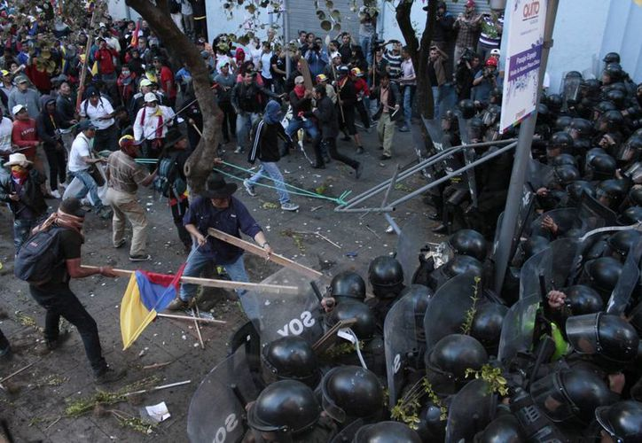 Los choques de la población e indígnenas contra la policía en Ecuador iniciaron desde el pasado 13 de agosto. (AP)