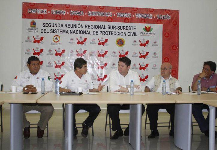 La reunión se realizó en las instalaciones de la representación del Ayuntamiento de Isla Mujeres en Punta Sam. (Sergio Orozco/SIPSE)