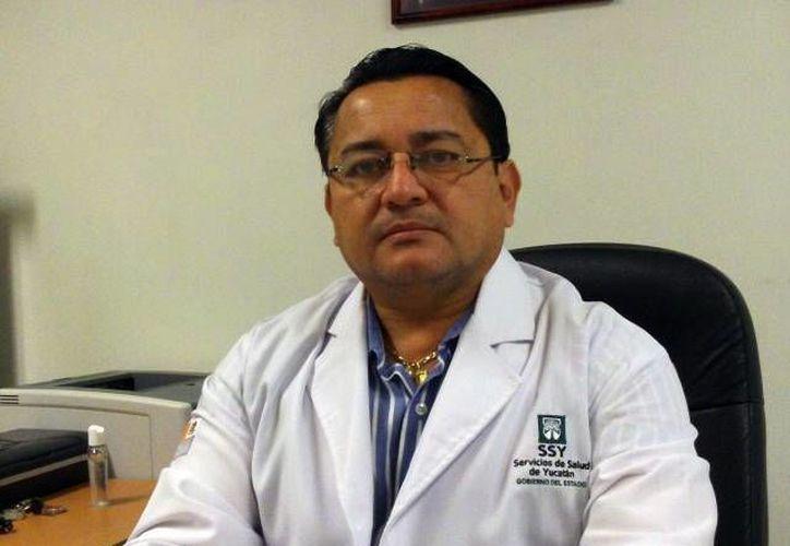 Sergio Bates Angulo, director del Centro de Salud de Progreso, donde ocurrieron los actos irregulares que derivaron en el despido de ocho trabajadores. (SIPSE/Archivo)