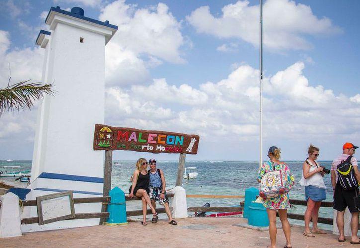 Las bellezas naturales de Puerto Morelos cautivan a turistas nacionales y extranjeros. (Redacción/SIPSE).