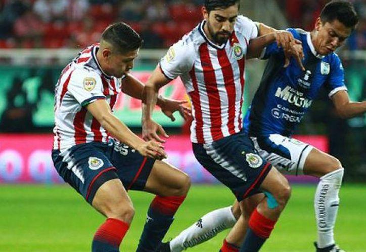 El encuentro comenzó a las 19 horas, horario del centro de México, en el estadio de 'La Corregidora'. (Contexto/ Internet)