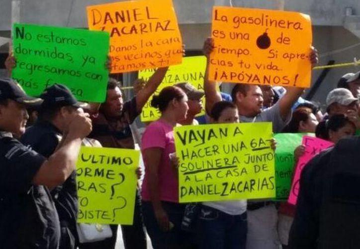 Vecinos de la colonia Juan Montalvo, en Progreso, han vuelto a manifestarse contra la construcción de una gasolinera en esa colonia. (SIPSE)