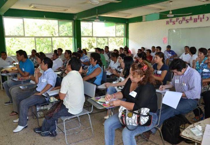 Invitan a la población a participar en este proceso electoral asistiendo el próximo  7 de julio a la casilla para hacer válido su derecho de voto. (Jorge Carrillo/SIPSE)