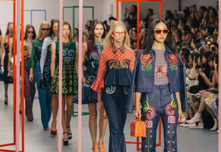 La cámara francesa de diputados, adoptó una ley que prohíbe desfilar en pasarelas de moda a las modelos excesivamente delgadas o que padezcan anorexia. (Twitter: @LondonFashionWk)