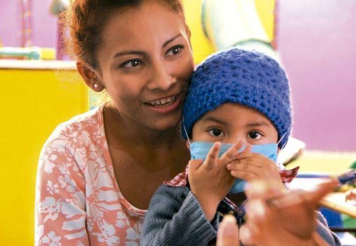 Nayeli González notó que Jared estaba pálido, el niño padece Leucemia. Actualmente recibe tratamiento en el IMSS. (Milenio Novedades)