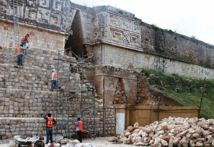 El arqueólogo Alfredo Barrera Rubio indicó que al oriente de Yucatán hay presencia de una arquitectura denominada Puuc tardía, diferente a la existente en dicha región donde se ubica Uxmal. (Notimex)