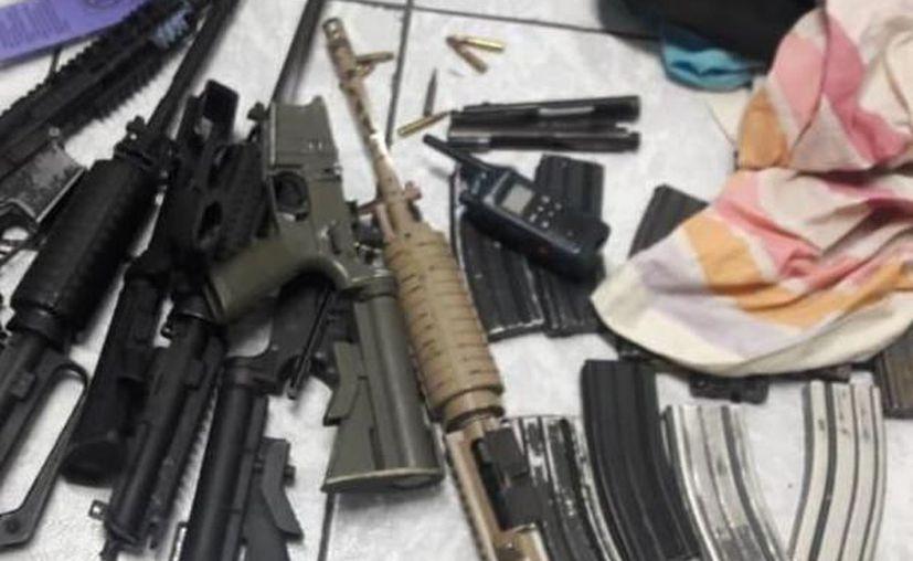 Los policías lograron decomisar diferentes armas. (Redacción/SIPSE)