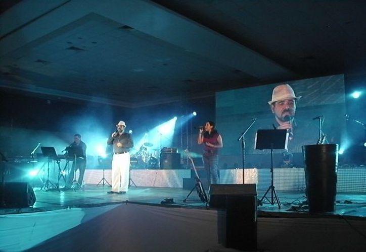 """El encargado de abrir el concierto masivo fue el grupo """"Galed"""" de Cancún. (Jorge Carrillo/SIPSE)"""