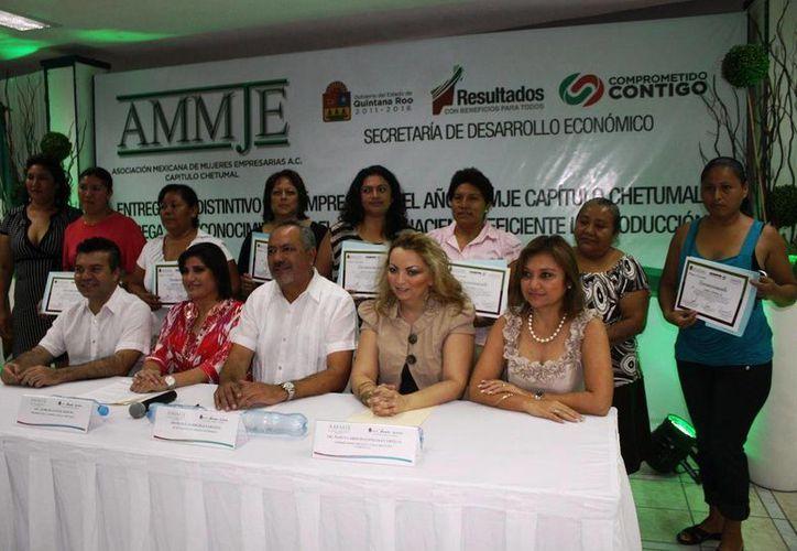 Las mujeres empresarias fueron reconocidas por su labor. (Ernesto Neveu/SIPSE)