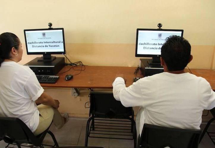 La prepa en línea beneficiará a aquellos estudiantes que deseen continuar con sus estudios pero no tengas recursos para un bachillerato presencial. (Imagen ilustrativa/SIPSE)