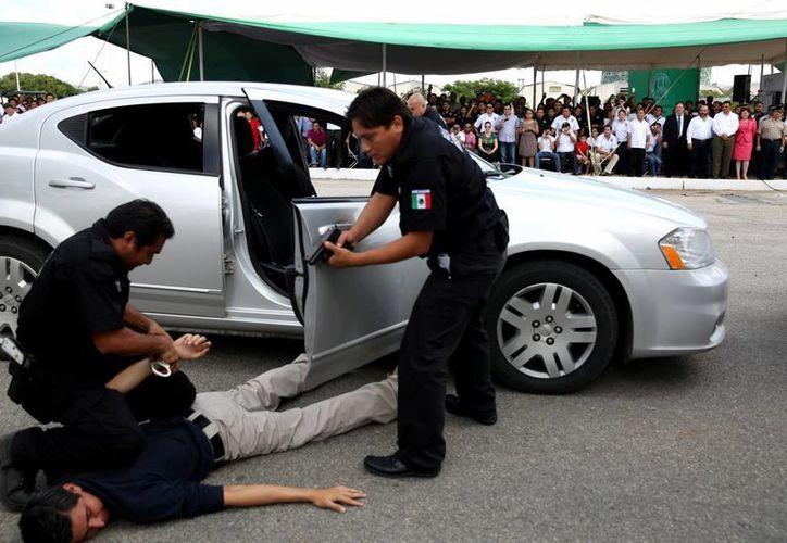 Demostración de técnicas de persecución de agentes ministeriales. (Milenio Novedades)