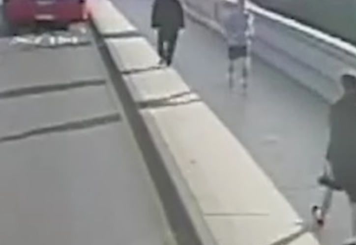 Un individuo, de 41 años, fue detenido en Londres bajo sospecha de provocar lesiones graves. (MVS Noticias)