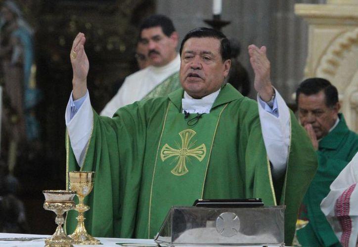 En la Catedral Metropolitana de la Ciudad de México, el cardenal Norberto Rivera Carrera encabezó las oraciones leídas por laicos durante la misa dominical. (Archivo/Notimex)
